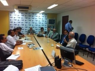 Reunião entre representantes das entidades médicas e do governo