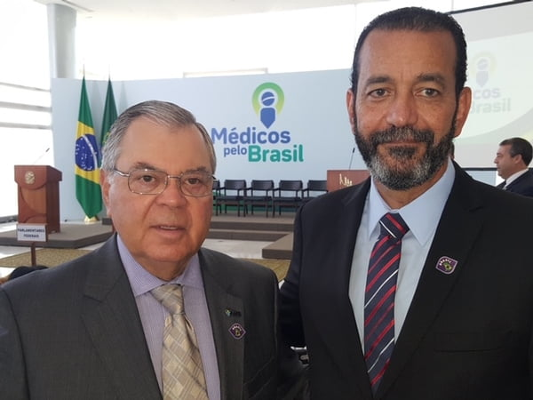 Presidente da ABM participa de lançamento do Médicos pelo Brasil no Palácio do Planalto